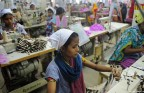 Bangladesh: Sewing full-time for 61 euros a month