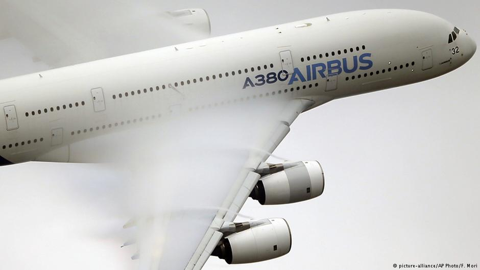 Boeing, Airbus seek to outdo each other at Paris Air Show
